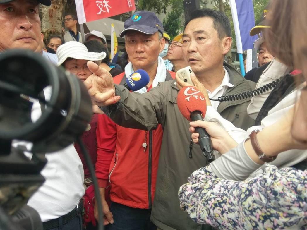 繆德生去年329參加反年改抗爭的身影。聯合報系資料照/記者徐偉真攝影