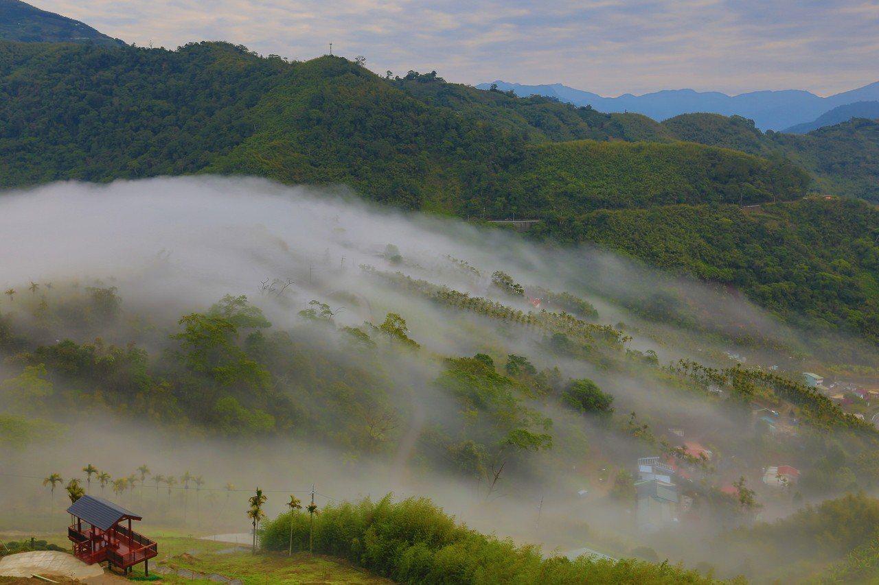 阿里山再添新景點,公興村龍美登山健行、賞景觀雲瀑圖/阿里山管理處提供