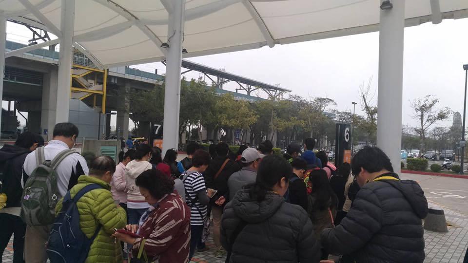 今天一早就有大批人潮湧進燈區。圖/吳芳銘提供