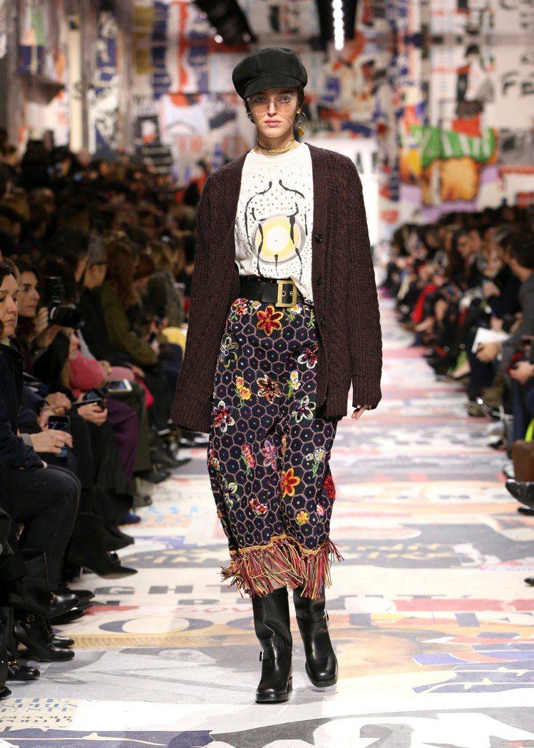 強調女性議題的塗鴉,是本季恤衫的藝術表現。圖/Dior提供