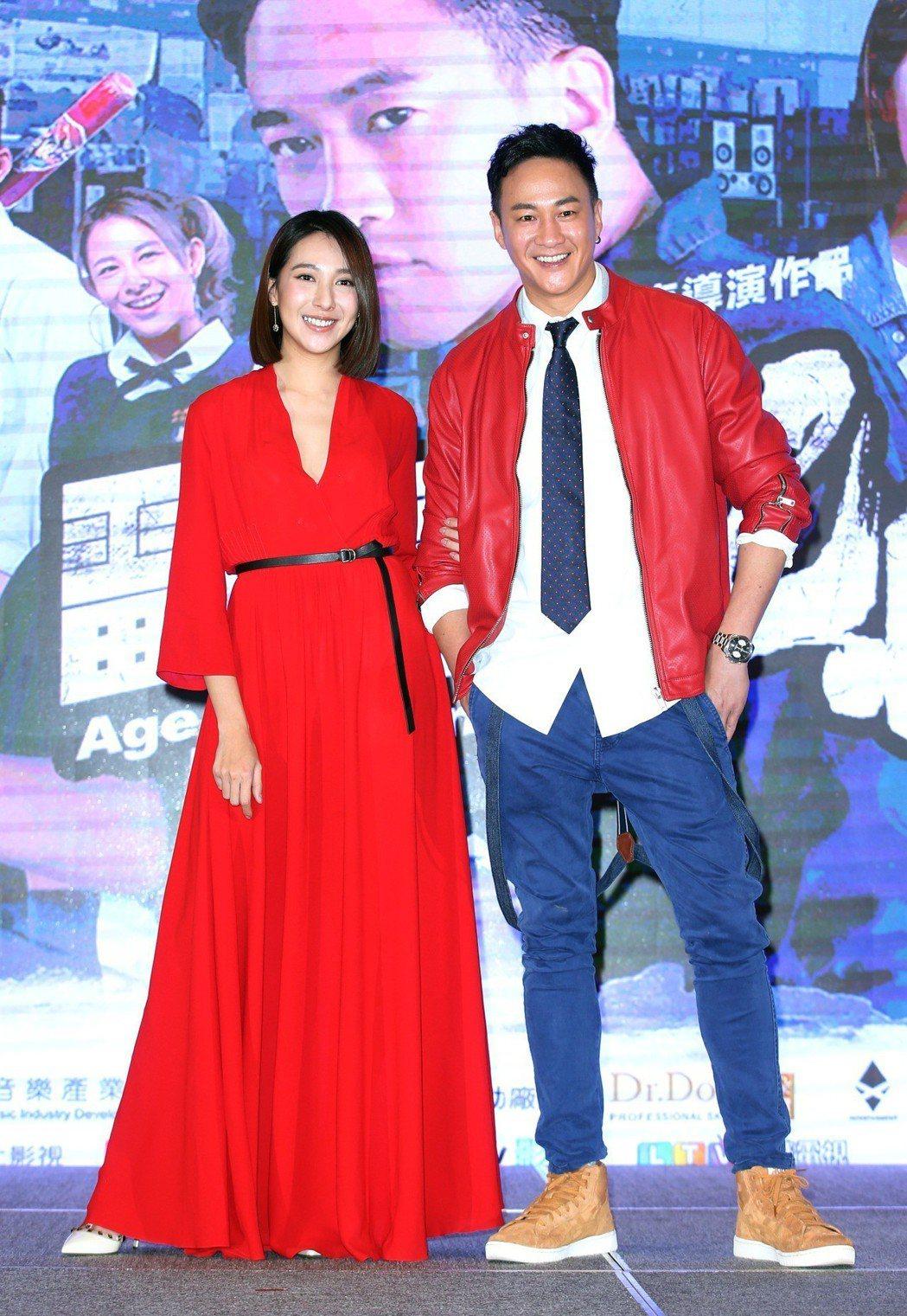 何潤東(右)與楊晴演出「翻牆的記憶」。記者陳瑞源/攝影