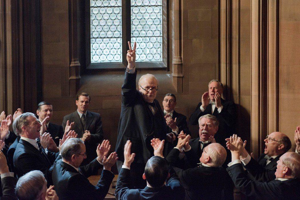「最黑暗的時刻」蓋瑞歐德曼勇奪小金人聲勢最受看好。圖/環球影業提供