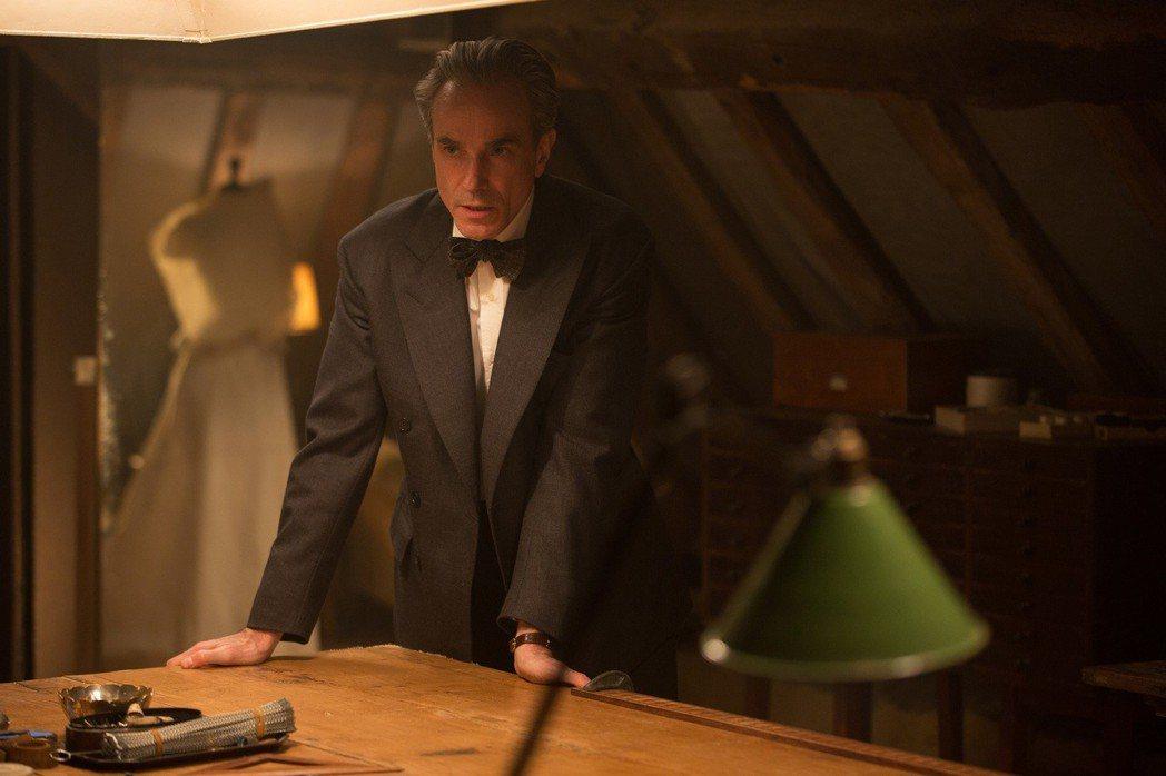 丹尼爾戴路易斯憑「霓裳魅影」爭取破紀錄的第4座奧斯卡影帝。圖/環球影業提供