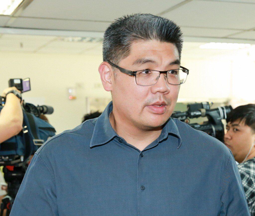 連勝文質疑,對比香港政府的效能, 台灣現在可以說是「庸政王朝」在主政,但他相信人...