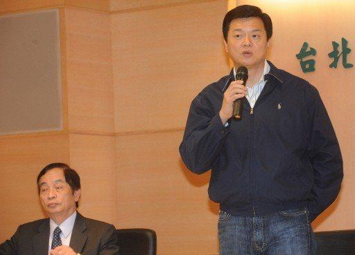 周錫瑋(右)的核心幕僚以前北縣法制局長陳坤榮(左)為首。 圖/聯合報系資料照片