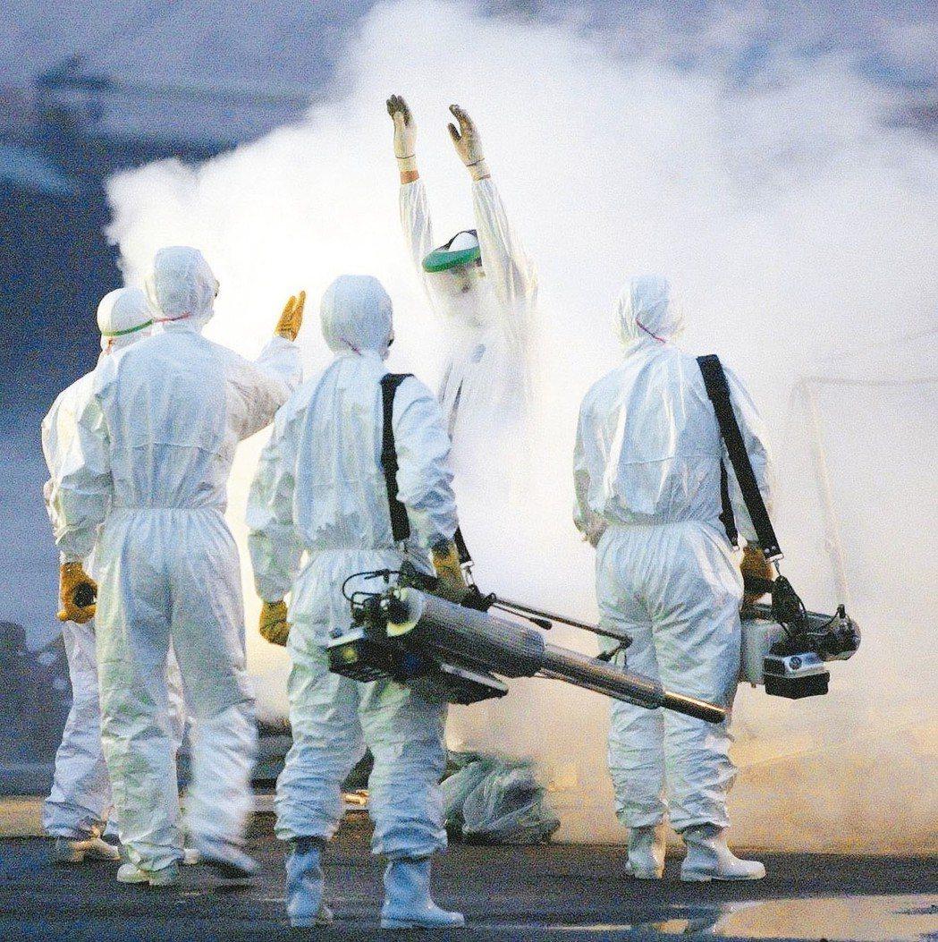 2003年的SARS疫情,來得快,去得也快,短短一年內危及世人健康,旋即銷聲匿跡...