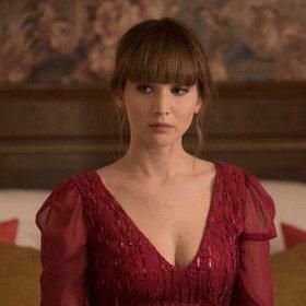 珍妮佛勞倫斯穿美衣色誘敵人 《紅雀》尺度超級大