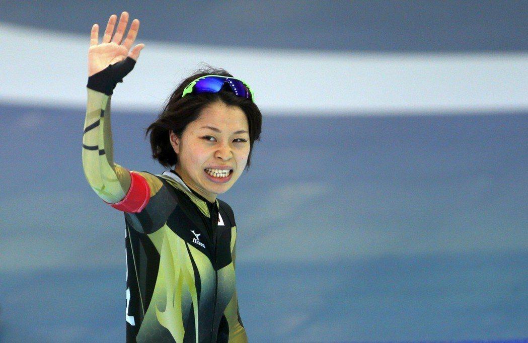 已故的滑冰選手住吉都,是小平奈緒的大學同學與滑冰競爭對手,她的突然離世對小平造成...