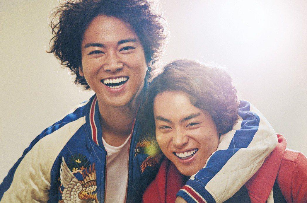 《火花》是一部殘忍描寫日本搞笑藝人生涯現實的電影,改編自第153回芥川賞得主又吉...