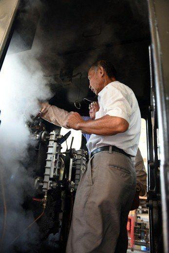 蒸汽火車SL 650修復過程。 圖/作者自攝