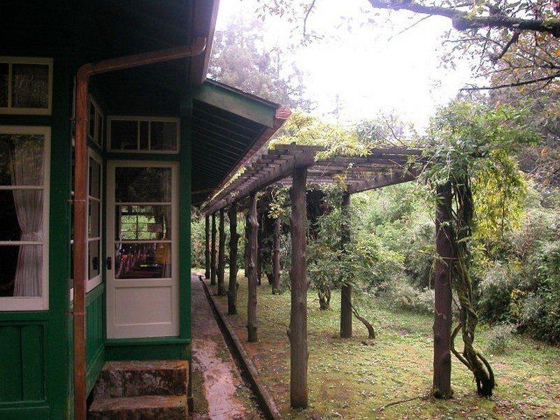 阿里山貴賓館是1920年興建,日本皇族的休閒娛樂地,之後蔣介石將此設為行館,現為...