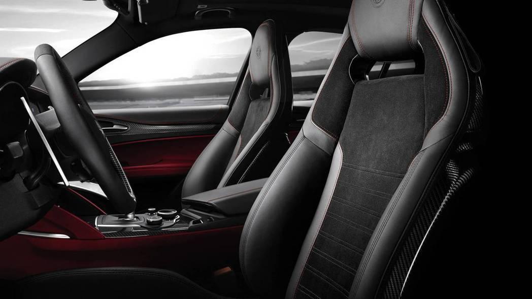 Stelvio內裝則是較大面積紅色點綴。 摘自Alfa Romeo