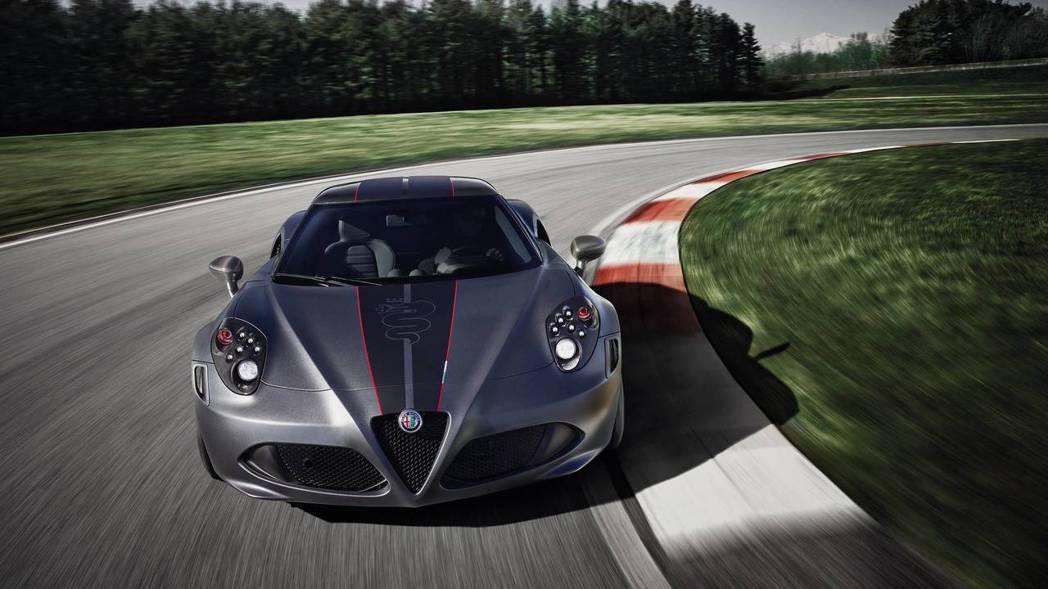 4C Competizione 塗裝充滿中世紀盾牌的意象。 摘自Alfa Rom...