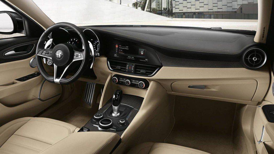 Giulia Super 則是走豪華高級風格。 摘自Alfa Romeo
