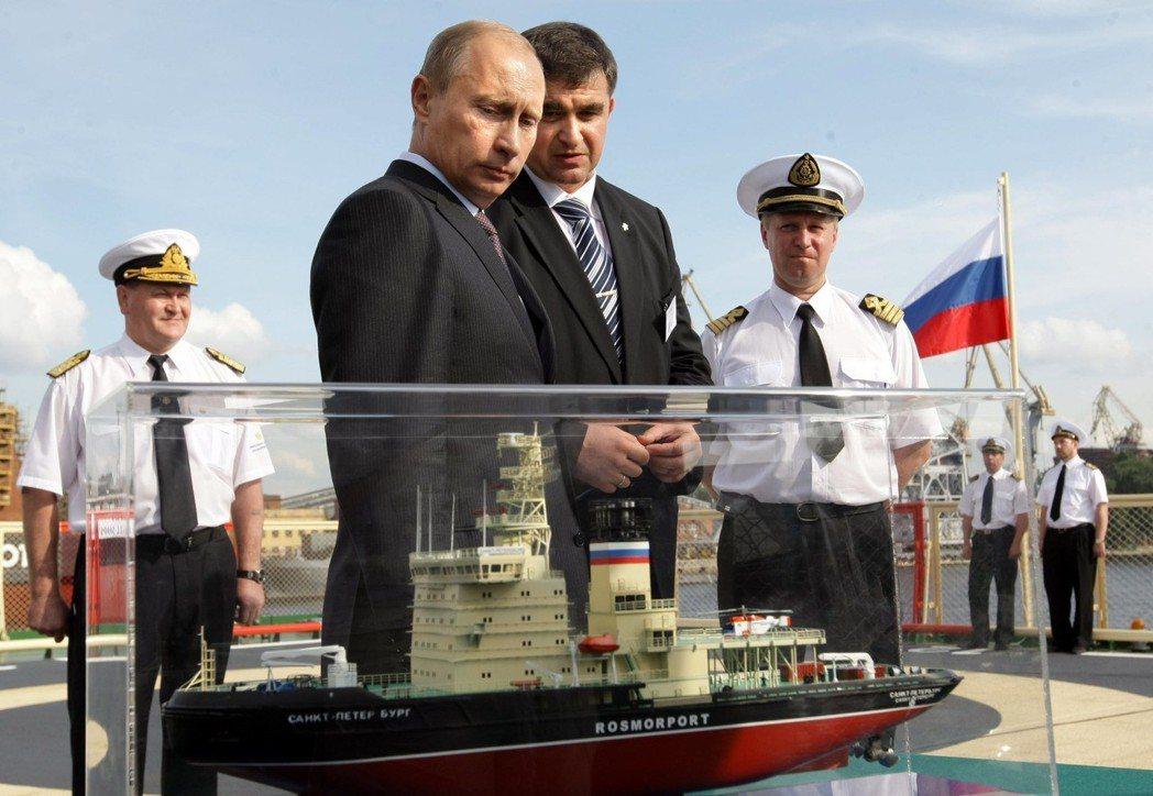 目前俄羅斯有近40艘破冰船,尚有10艘待造,這也是俄國最大的優勢。2009年,普...