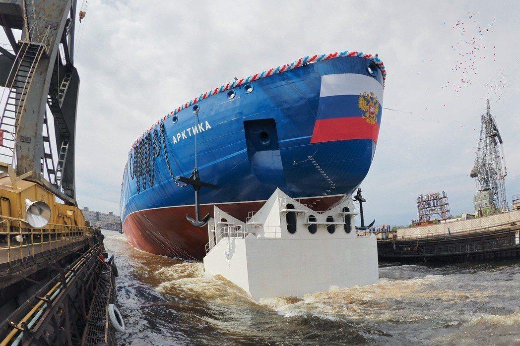 俄國擁有核能破冰船,其在極地多次測試「核三位一體」的能力,可略見俄羅斯對北極事業...
