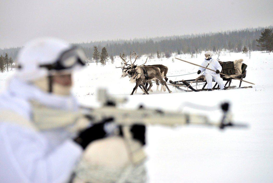備感威脅的西方國家,認為莫斯科正試圖喚回前蘇聯的榮光——而北極,正是其中重要的據...