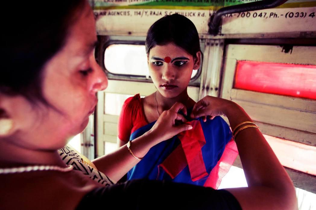 在印度,警察在公共場合對性工作者任意毆打、甚至要求提供免費性服務來換取保護,更是...