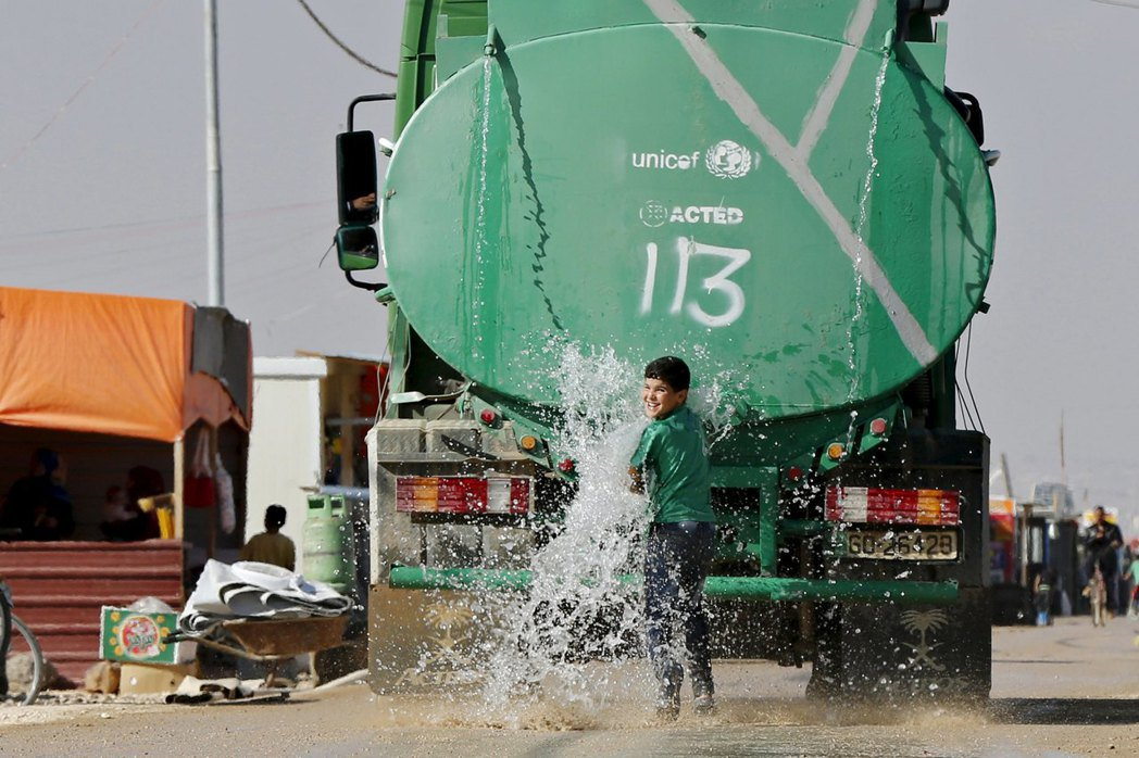 「在這種鬼地方,有什麼東西比水還重要?」 圖/路透社