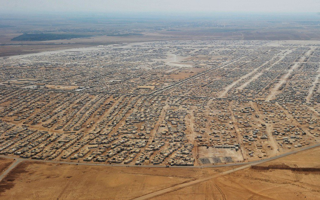 位在約旦的札塔里難民營(Zaatari Refugee Camp)收容超過8萬敘...