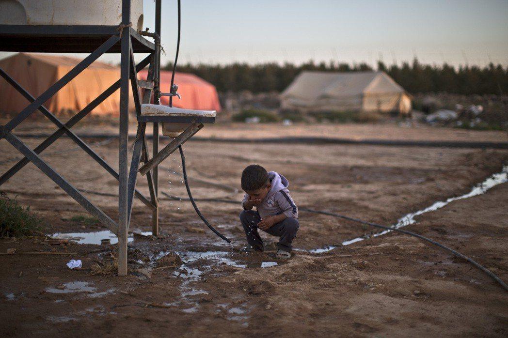 所謂的「外援經費」,到底是用來挹注在難民身上的「及時雨」,還是用來賄賂約旦政府、...