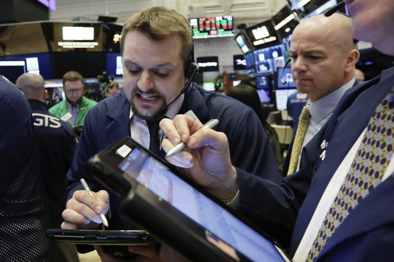 美股2月月線寫下兩年來最大跌幅。 路透