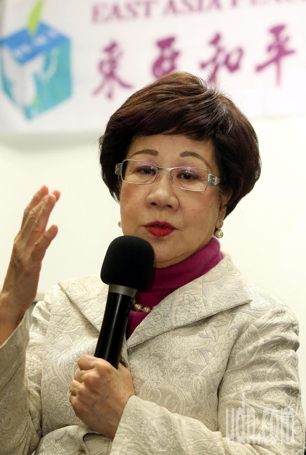 前副總統呂秀蓮上午主持即將在台北舉行的第一屆「東亞和平論壇」 會前記者會時,提出...