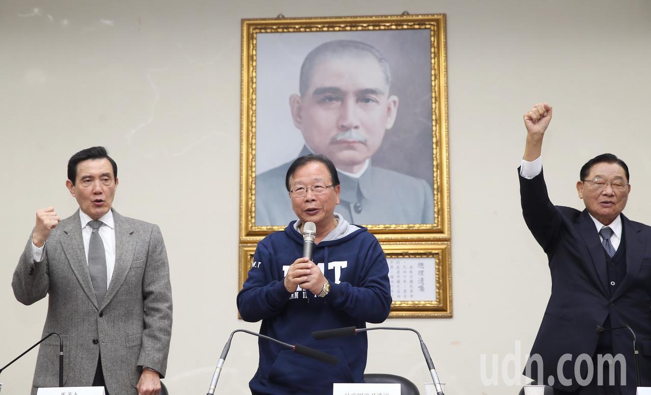前總統馬英九(左)、國民黨前副主席江丙坤(右)、國民黨立院黨團總召林德福(中)等...