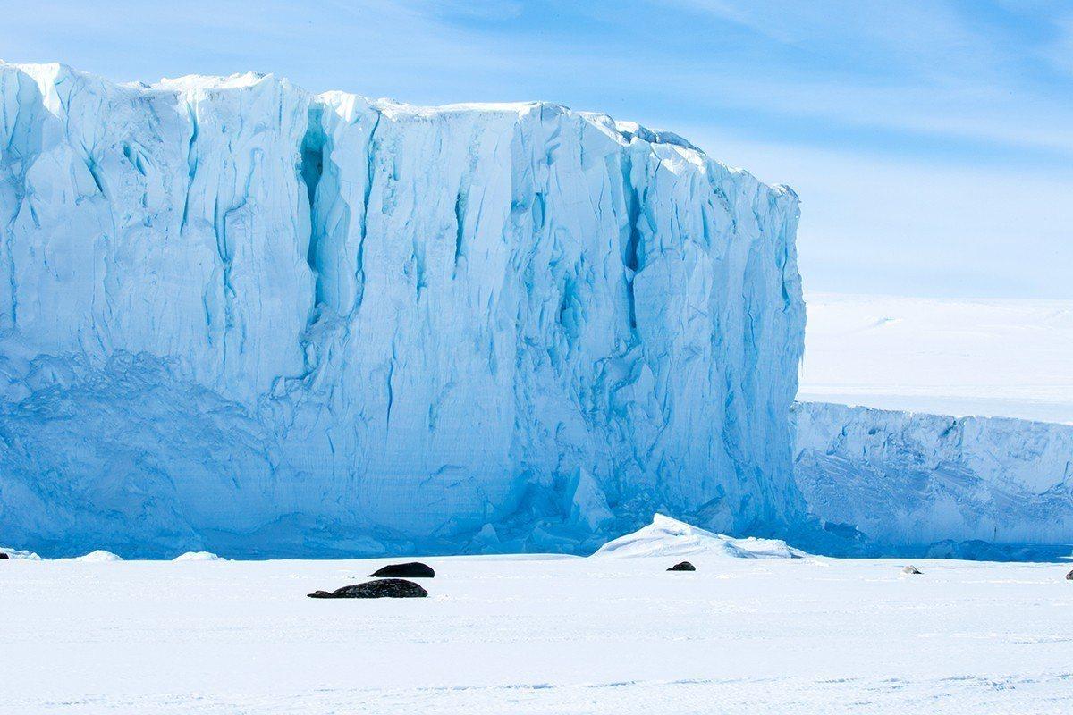 紐西蘭航空在今(1)日推出最新飛行安全宣導短片,將南極冰雪大地及當地重要的氣候及...
