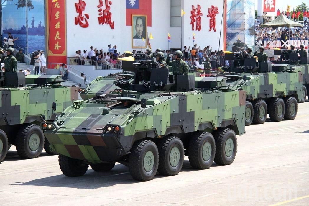 陸軍配備遙控40榴彈槍塔的雲豹裝甲車CM-32/33。記者洪哲政/攝影