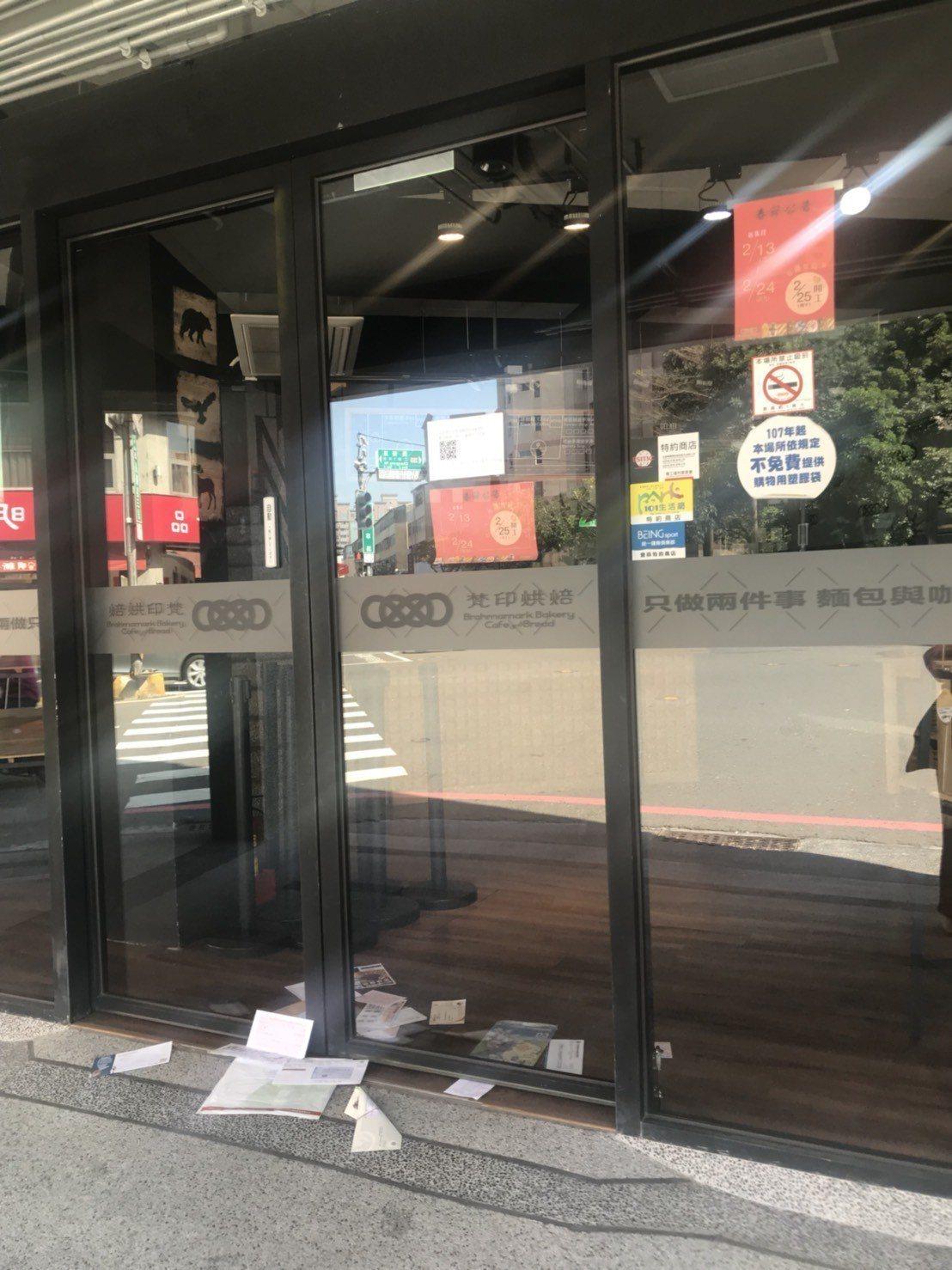 台南梵印烘焙去年7月開店,原訂春節休息過後25日營業,沒想到3月1日卻遲遲未開店...