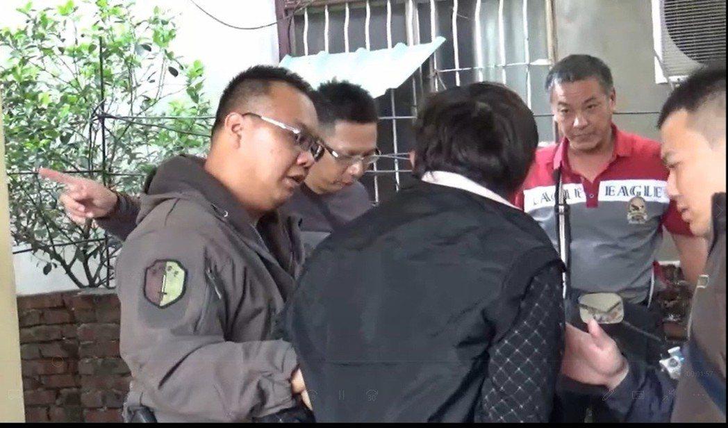 警方兵分二路,追緝謝姓及魏姓男子到案。記者翁禎霞/翻攝