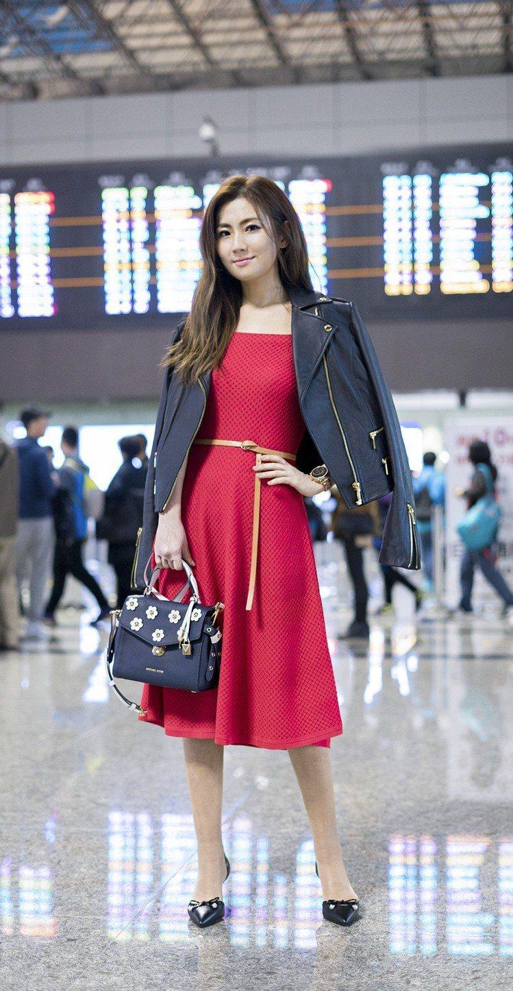 Selina穿MICHAEL Michael Kors洋裝前往紐約時裝周。圖/M...