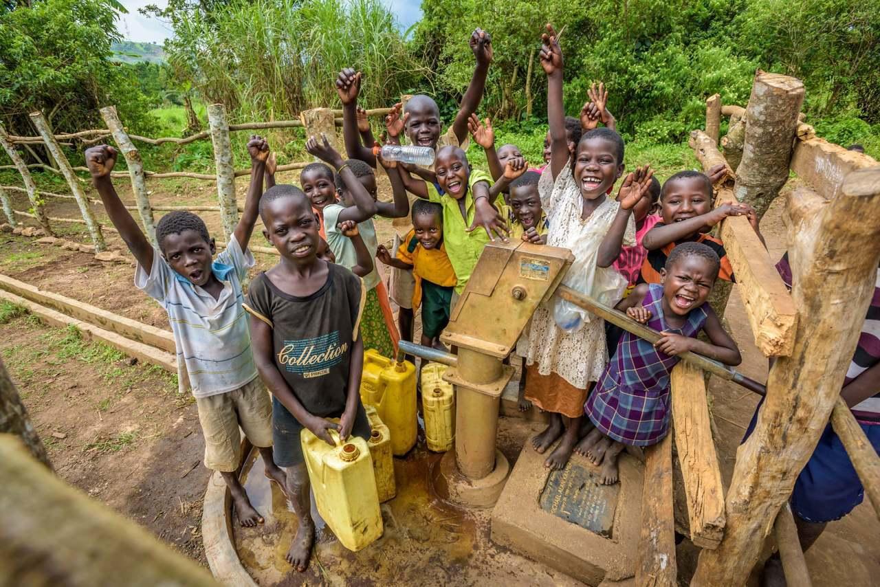 台灣世界展望會邀請各界響應「一杯乾淨水,轉變非洲的健康、教育與未來」水資源行動。...