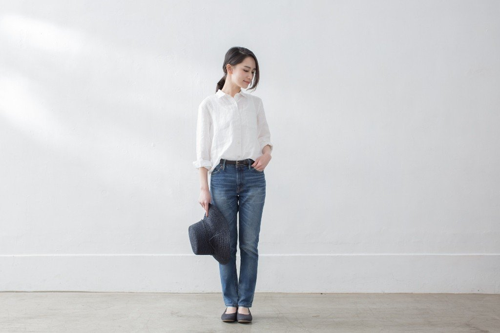 女有機棉混彈性丹寧合身直筒九分褲,1,390元。圖/無印良品提供