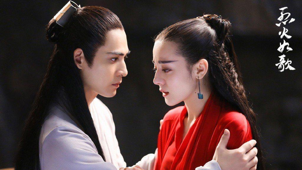 周渝民(左)與迪麗熱巴合作「烈火如歌」。圖/CHOCO TV提供