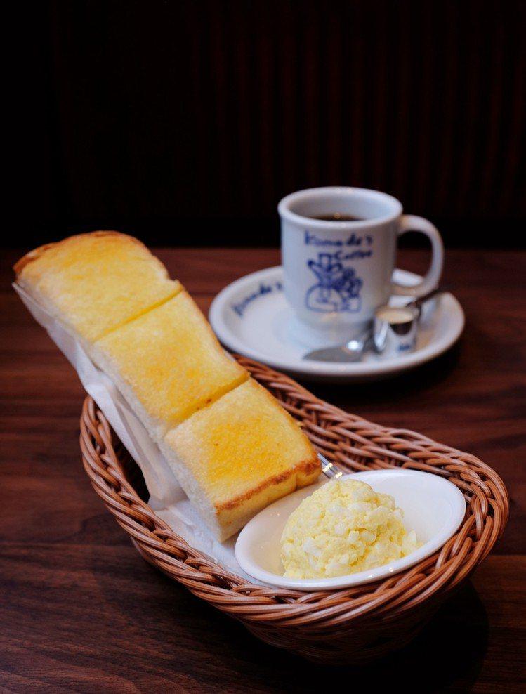 買咖啡送早餐三選一,可選吐司搭配雞蛋沙拉。圖/記者沈佩臻攝影