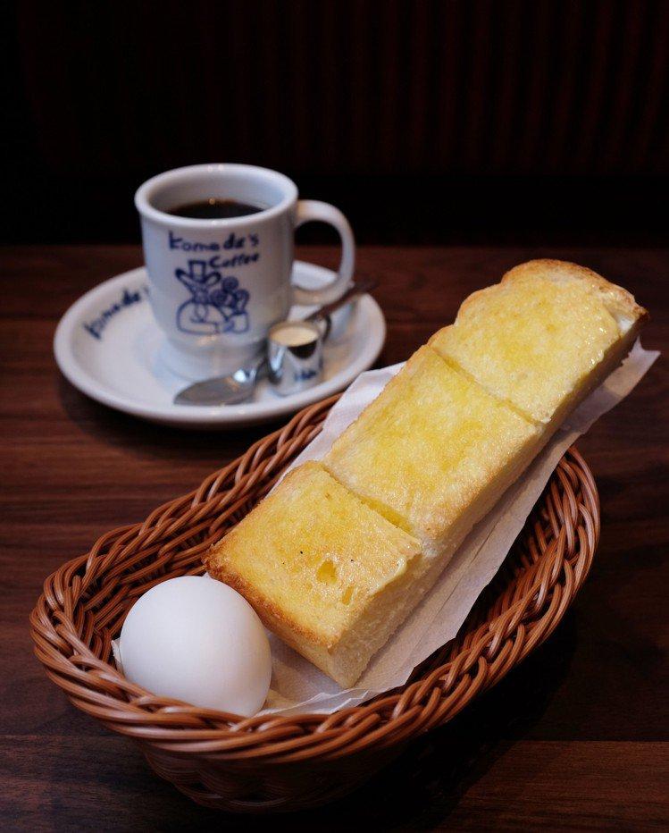 買咖啡送早餐三選一,可選吐司搭配熱呼呼水煮蛋。圖/記者沈佩臻攝影