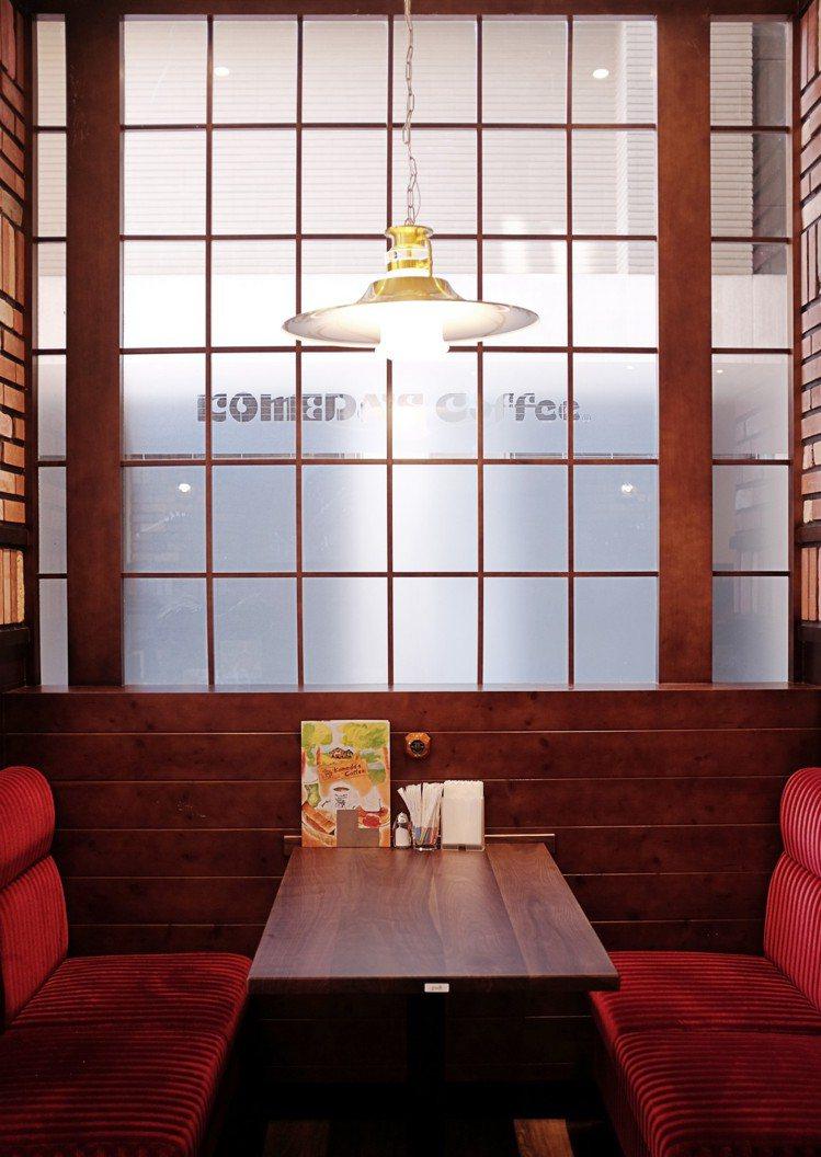 Komeda's Coffee四人座位區。圖/記者沈佩臻攝影