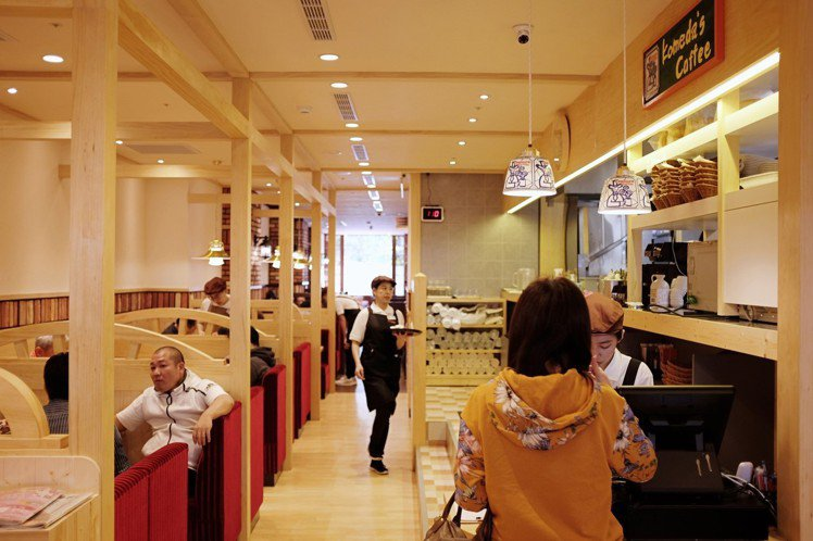 Komeda's Coffee座位席多。圖/記者沈佩臻攝影