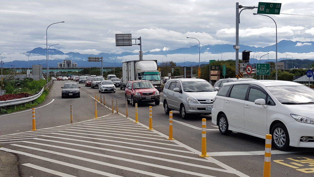 為改善高速公路出口匝道違規插隊情形,高公局已於9處重點交流道出口,設置高解析度攝...