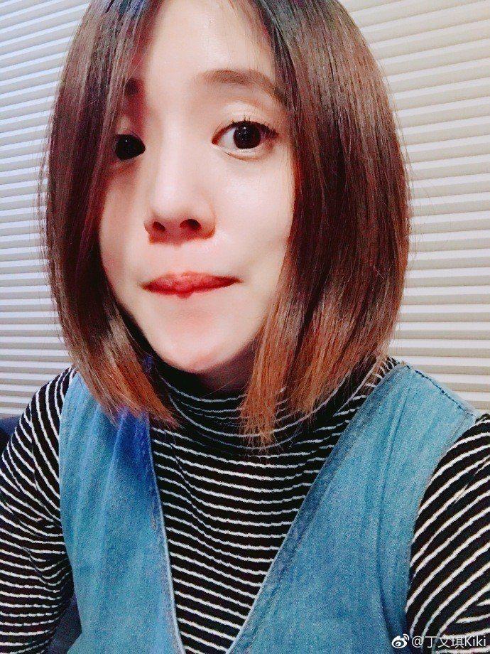 丁文琪剪去過肩長髮,自拍分享卻被發現撞臉老公林宥嘉。圖/摘自微博