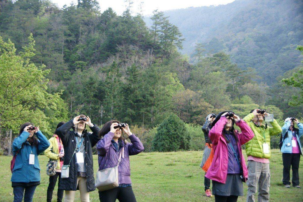 奧萬大自然教育中心與台大梅峰農場透過「春饗舞櫻」帶民眾認識春天的大自然。圖/南投...