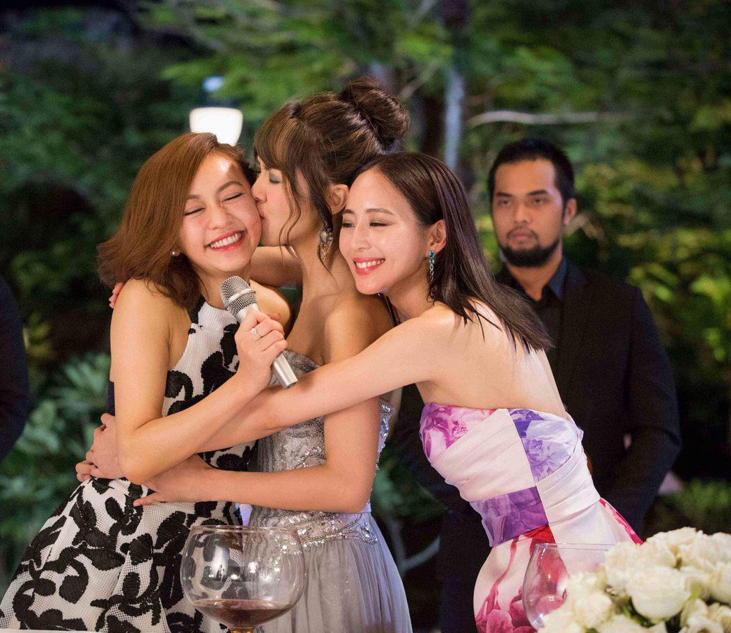 「閨蜜2」描寫瘋狂感人姐妹情誼。圖/華映提供