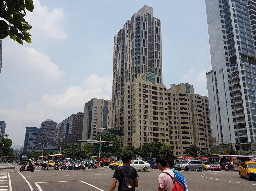 台灣房屋表示,若合併前2月六都房屋移轉棟數數據,發現「六都」都呈現量增格局。記者...