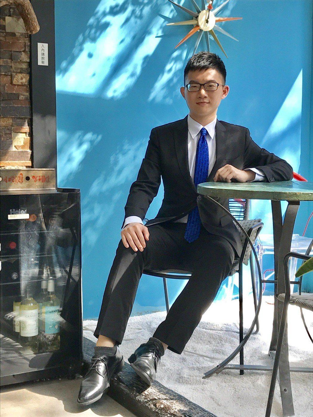 視網膜進駐華視擔任主播。記者葉君遠/攝影
