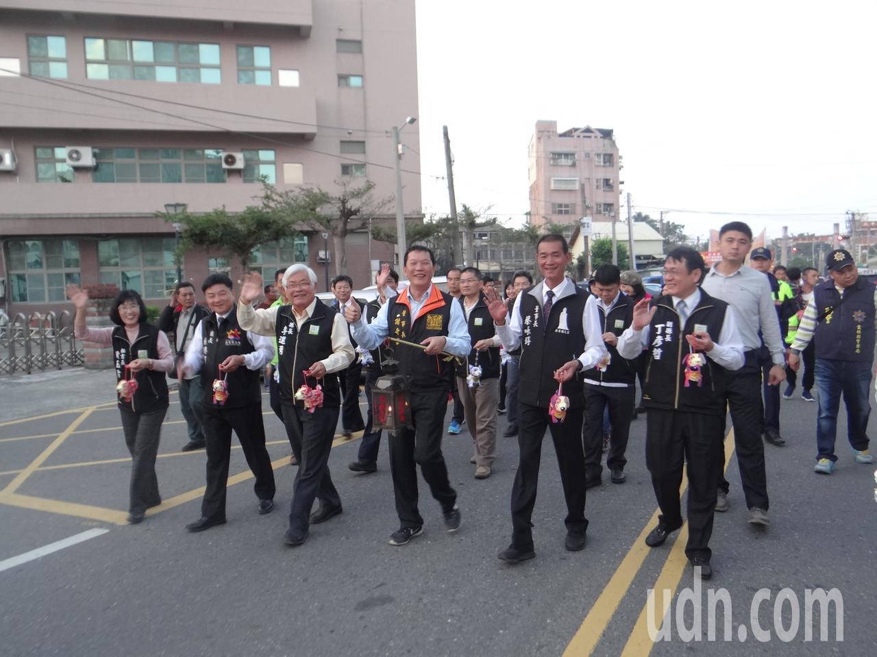 雲林縣長李進勇帶領千人展開盛大的提燈踩街,帶動元宵熱鬧氣氛。記者蔡維斌/攝影