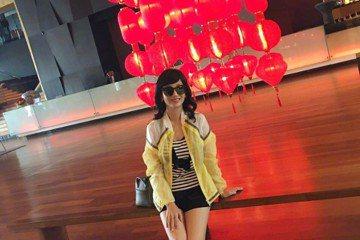 華人娛樂圈的「美魔女」代表趙雅芝,人氣依舊旺到不行,活動邀約不斷。今年春節她在大陸連上兩個春晚節目造成話題,她也以不同造型祝賀粉絲新春愉快。日前她在社群網站上發布的照片中,秀出一雙修長美腿,網友讚嘆...