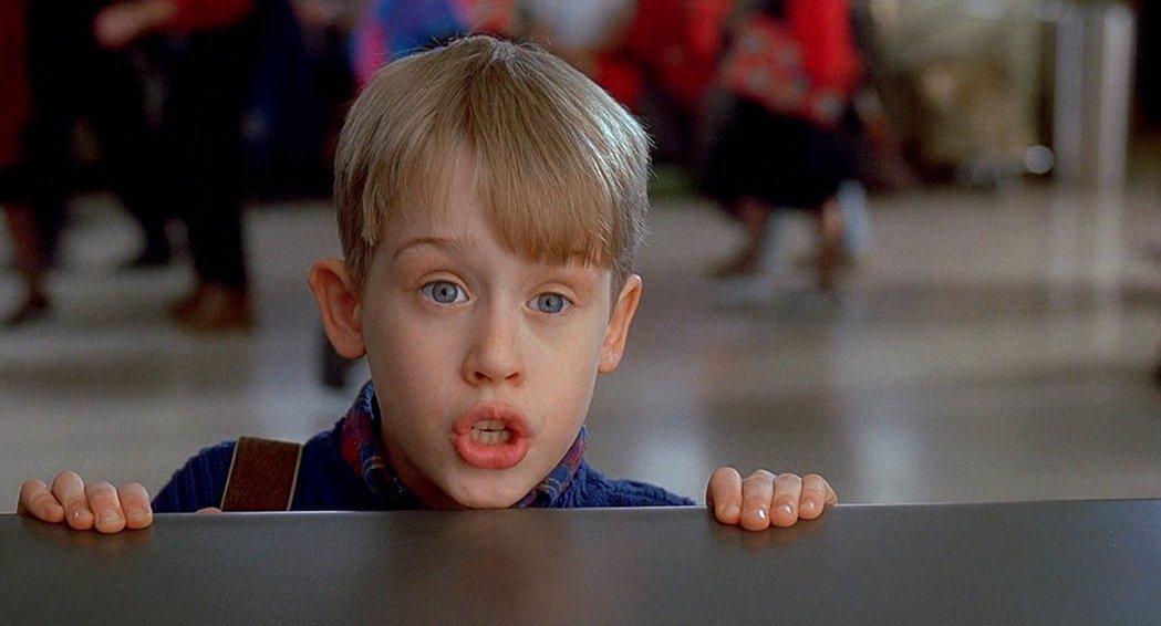 麥考利克金在「小鬼當家2」被家人遺落在紐約。圖/摘自imdb