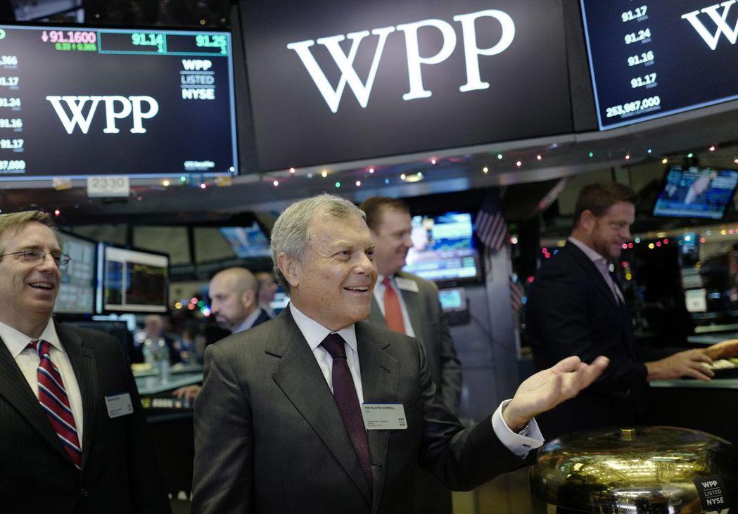 WPP股價1日盤中因傳出獲利警訊而暴跌。圖為執行長索瑞爾去年12月拜訪紐約證交所...